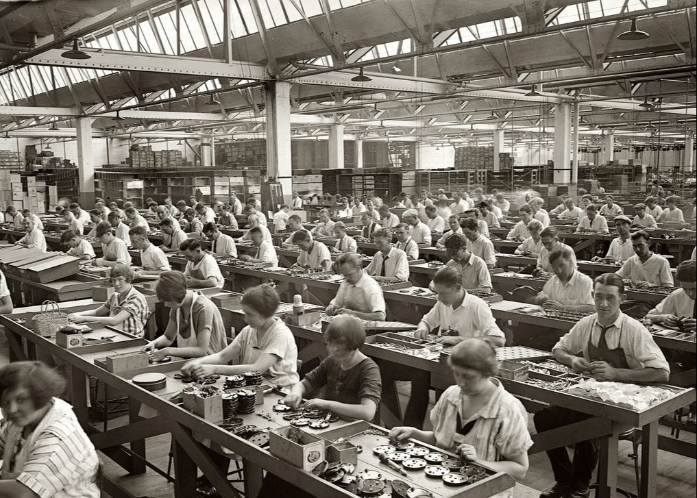 Working Conditions In The Industrial Revolution History Crunch History Articles Summaries Biographies Resources And More